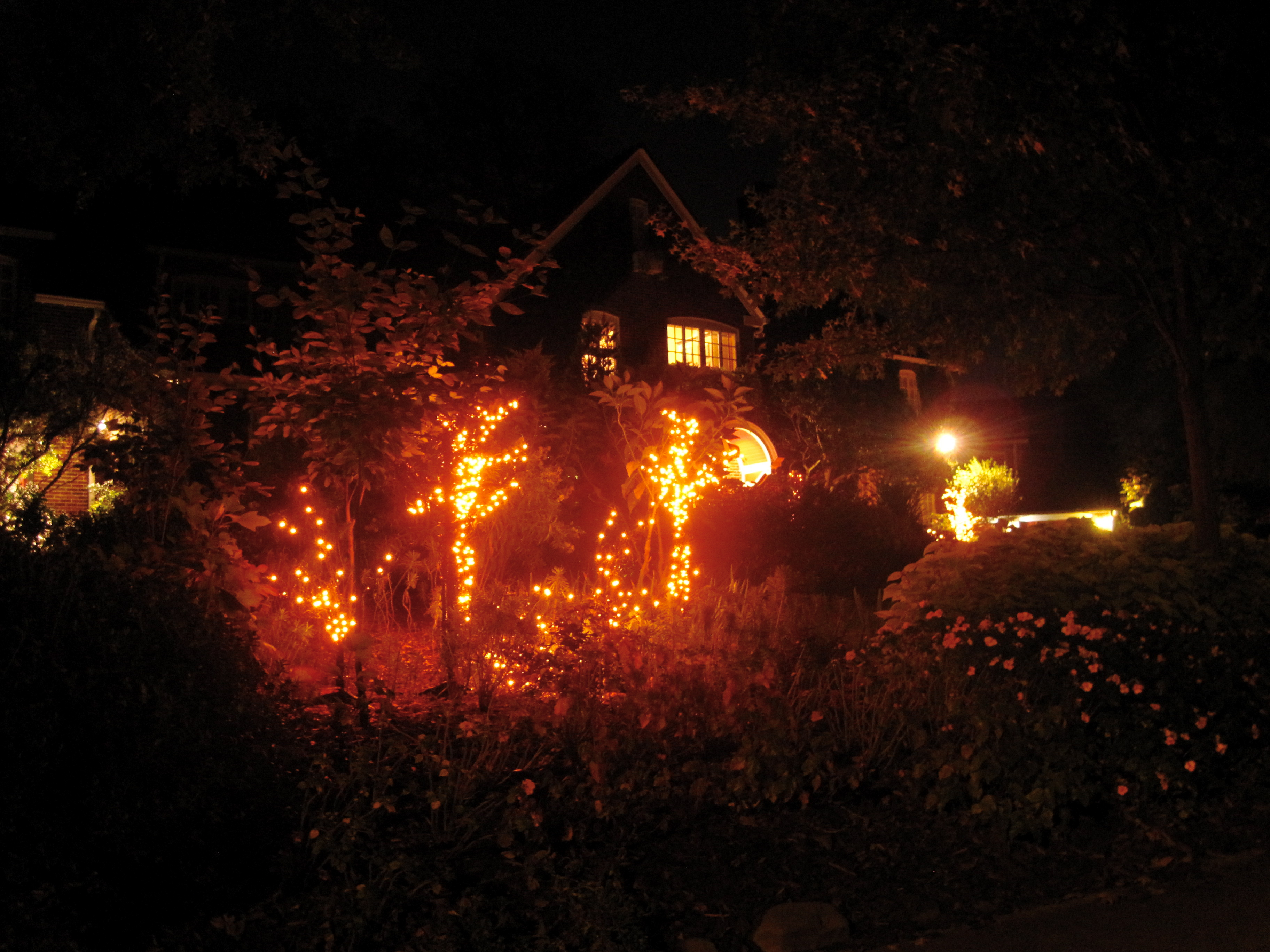 Halloween decorated mansion - I Love The Holiday Spirit Of Those Druid Hills Residents While My Halloween Night Mansion